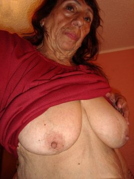 aTtractiveMomma from City of Manchester,United Kingdom